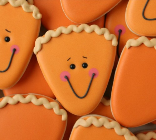 How-to-Make-Cute-Thanksgiving-Pie-Cookies-with-a-Candy-Corn-Cutter-via-Sweetsugarbelle.com_